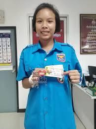 สาว 16 ปีอาสากู้ภัยคนสระแก้ว ดวงเฮงซื้อสลากฯเลขท้าย 38 ถูกหวย 12 ล้าน