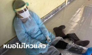 """สุดสงสาร! """"หมออนามัยหญิง"""" นั่งหลับคาชุด PPE ที่ประยุกต์ใช้เอง"""
